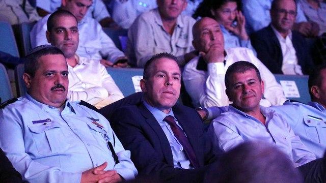 רוני אלשיך גלעד ארדן ומשה אדרי (צילום: מוטי קמחי)
