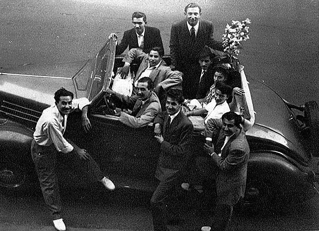 """בדרך לחתונה של אסתר גרייני ומתוק היימן. קהיר, מצרים, 1947 בקירוב (באדיבות אליהו היימן (המרכז לתיעוד חזותי ע""""ש אוסטר, בית התפוצות))"""