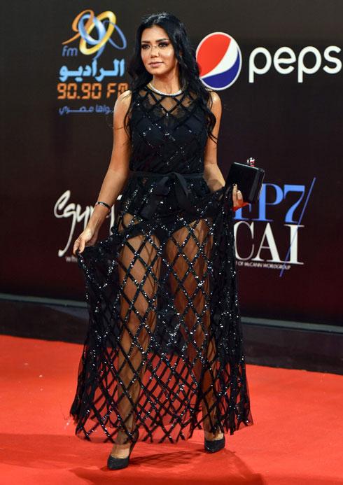 ראניה יוסף בפסטיבל הקולנוע בקהיר (צילום: AFP)