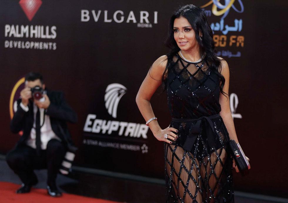 """ראניה יוסף. """"הופעתה של יוסף לא עלתה בקנה אחד עם הערכים החברתיים, המסורתיים והמוסריים, ולכן פגעה במוניטין של הפסטיבל ובמוניטין של נשים מצריות בפרט"""", מסר אחד התובעים (צילום: AFP)"""
