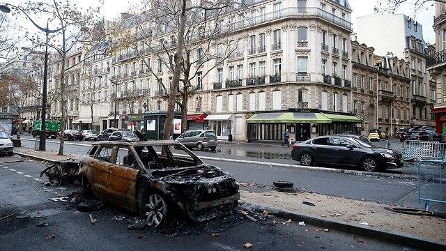 נזקים בפריז לאחר הפגנות (צילום: רויטרס)