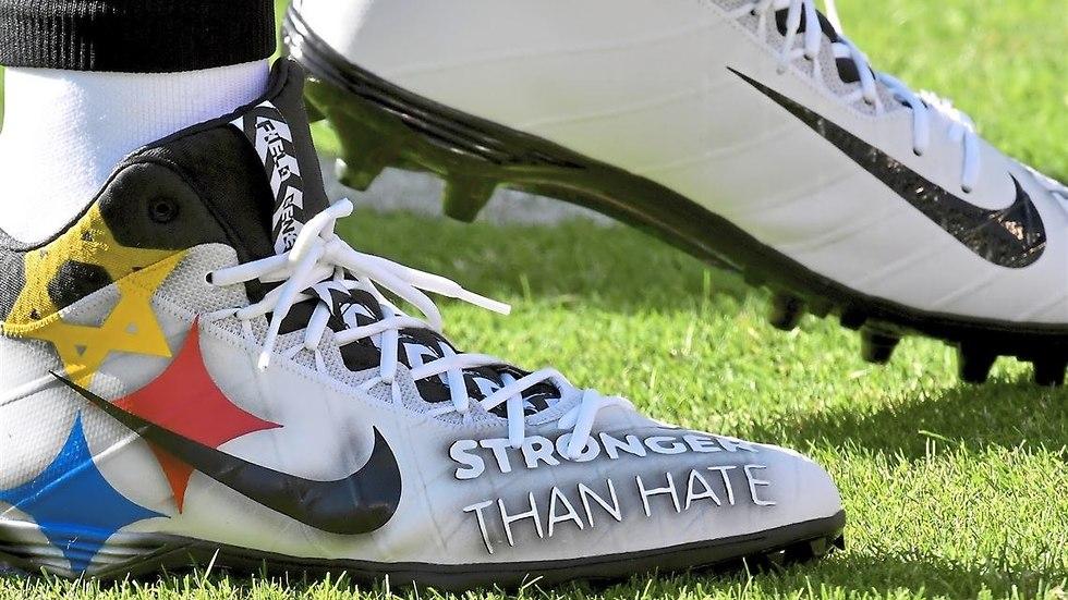 Ben Roethlisberger sports 'stronger than hate' cleats (Photo: Matt Freed/Post-Gazette)