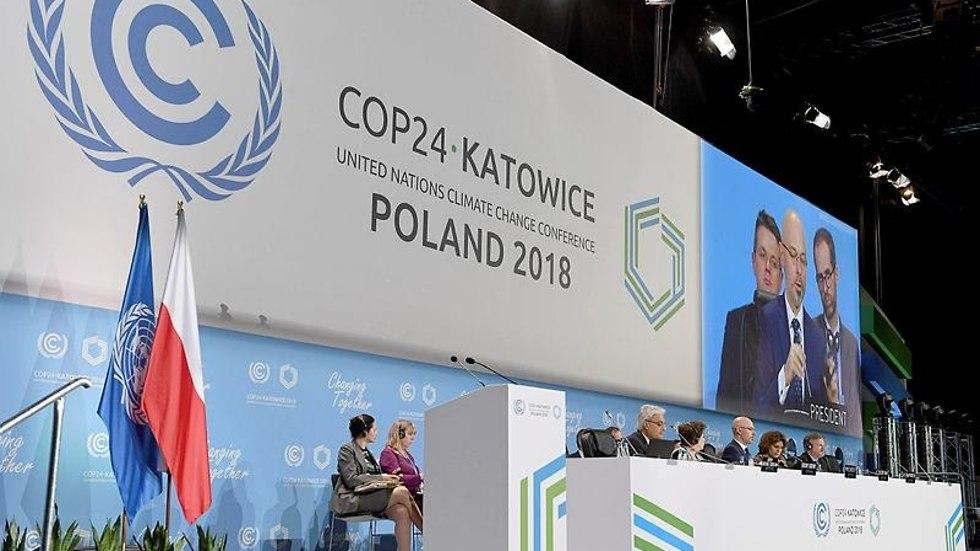 דיון ראשון עם סגן השר לאיכות הסביבה של פולין (צילום: AFP)