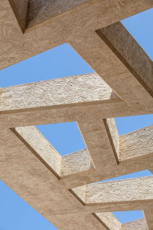 חומר הבנייה העיקרי הוא בטון לבן  (צילום: עמית גרון)