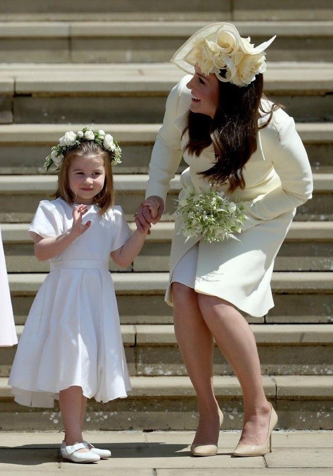 מה רע בשמלה? מידלטון והנסיכה שרלוט (צילום: Gettyimages)