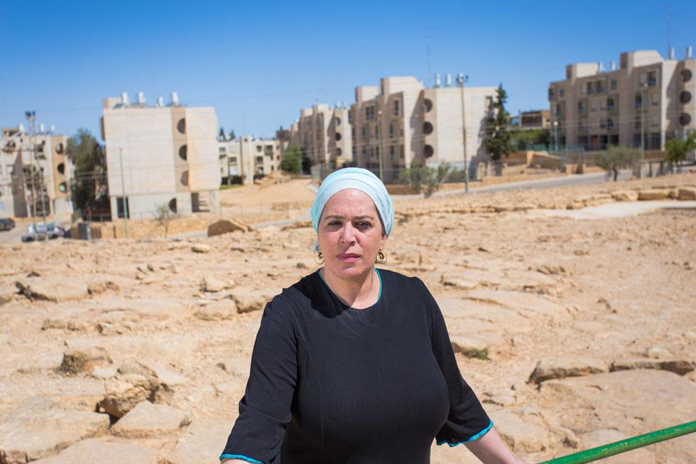 """דינה דיין במצפה רמון. """"אני רוצה לשמוע נשים אתיופיות, נשים חרדיות, נשים ערביות – לא לשמוע גברים לבנים שמדברים עליהן"""" (צילום: עזרי קיידר)"""