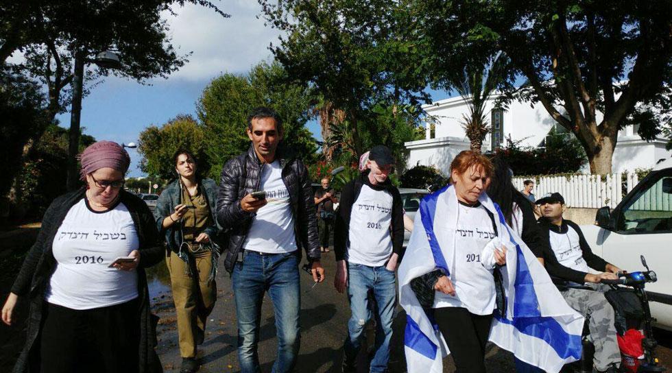 """דיין (ראשונה משמאל) בצעדה שארגנה ויקי קנפו למען הנכים, 2016. """"הרגשתי שאני חייבת לצאת, שאני נחנקת"""" (צילום: אלבום פרטי)"""