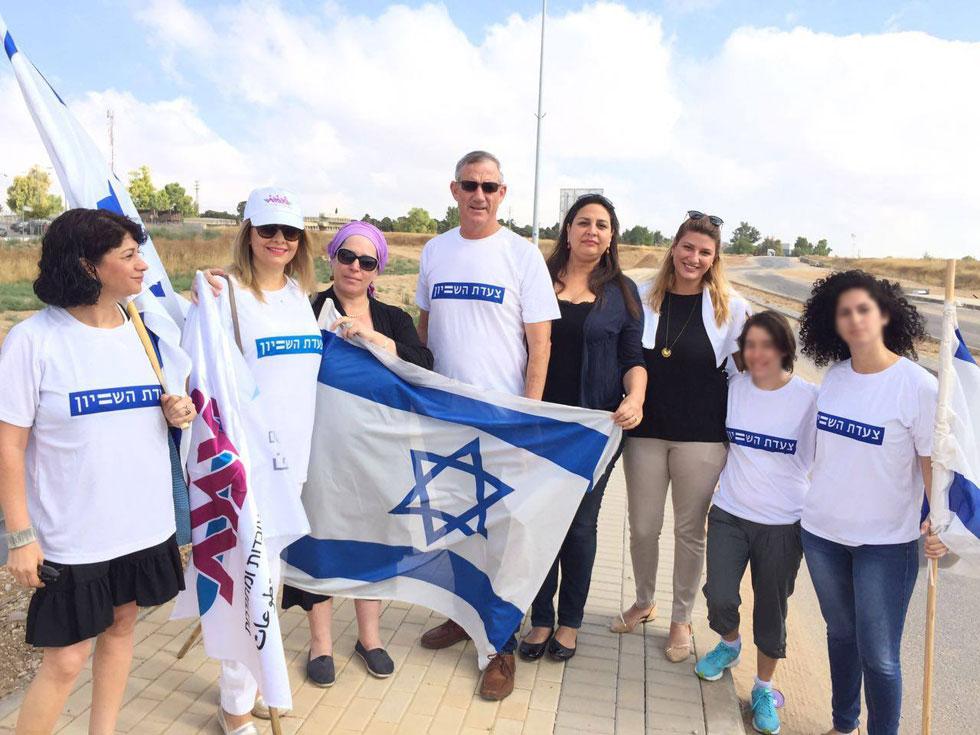 """דיין (שלישית משמאל) ב""""צעדת השוויון"""" מירוחם לירושלים, 2016. """"לא הגיוני שיש פער חברתי כזה גדול בין הפריפריה למרכז""""  (צילום: אלבום פרטי)"""