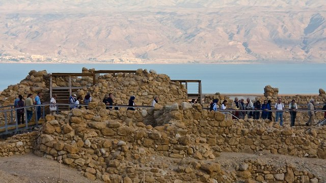 קומראן על רקע ים המלח (צילום: דן פרקש)