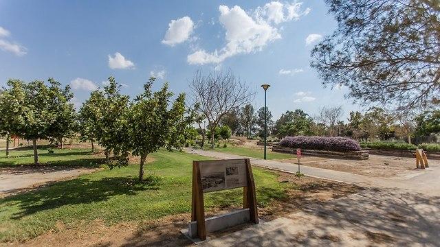 פארק נחל באר שבע ליד בית אשל (צילום: אלברטוס)