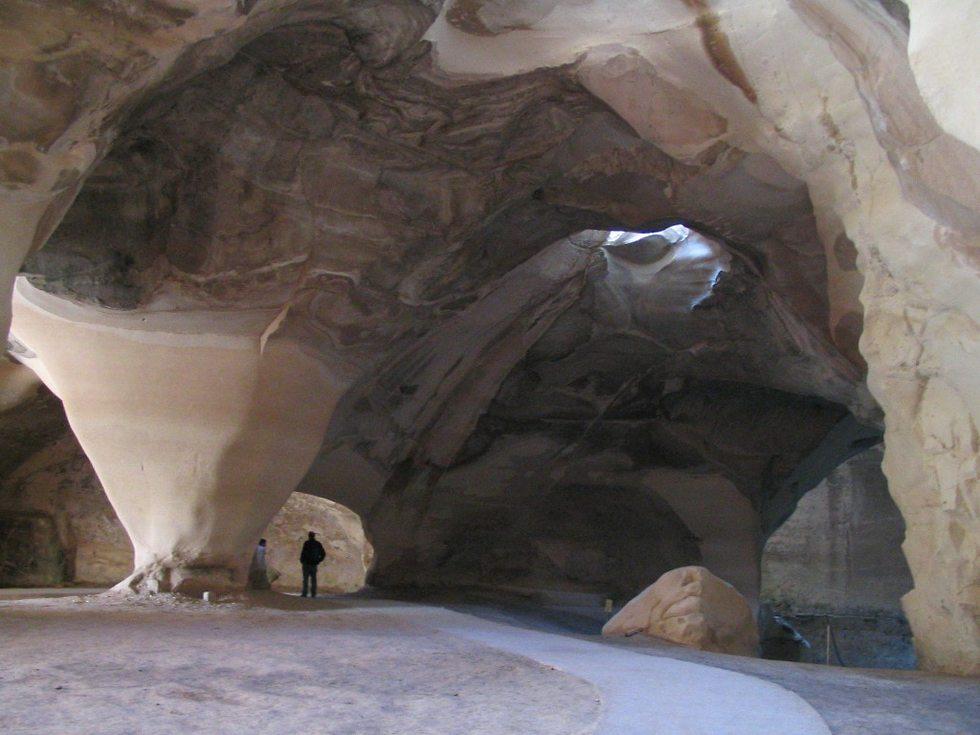 שביל מונגש במערת הפעמון בבית גוברין (צילום: יניב לוי)