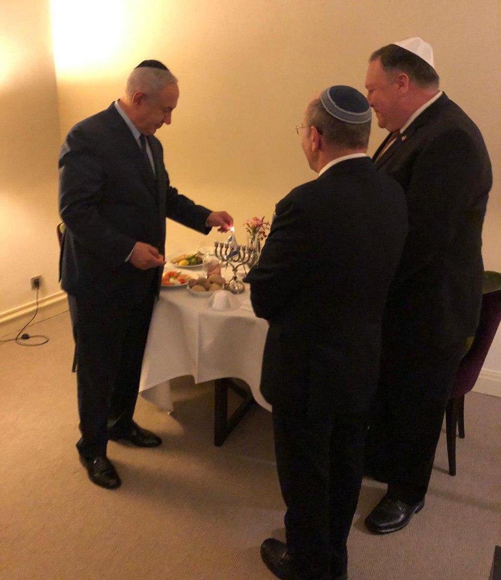 Нетаниягу и Помпео зажгли ханукальную свечу