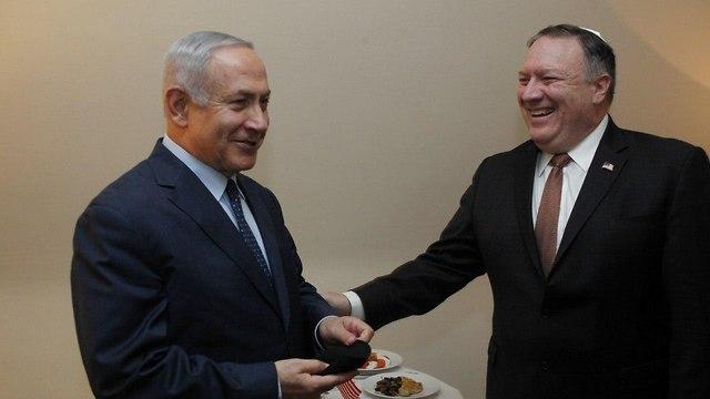 ראש הממשלה בנימין נתניהו הדלקת נרות עם מייק פומפאו ()