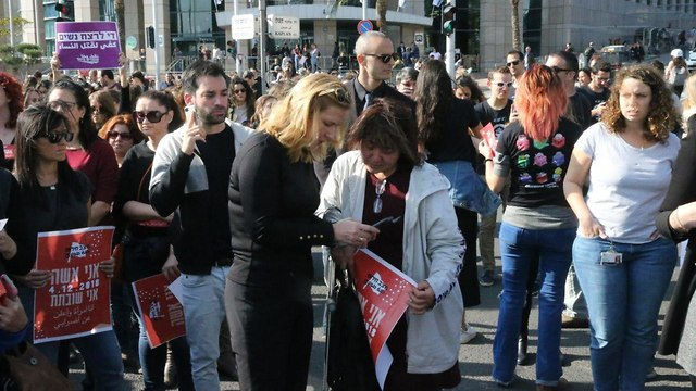 ציפי לבני במחאת הנשים בקריית הממשלה, תל אביב ( צילום: מוטי קמחי)