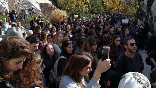 מאבק באלימות נגד נשים הפגנה אוניברסיטה העברית ירושלים ()
