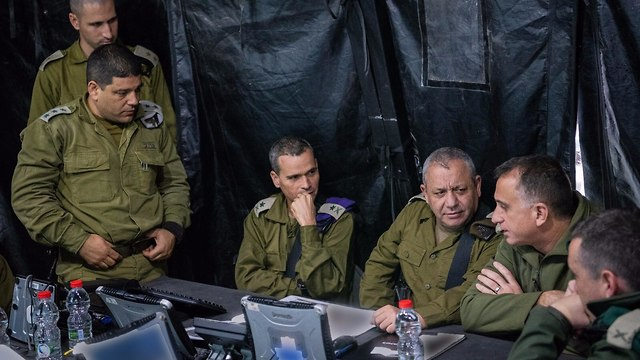IDF chief Eisenkot, third from the right, with GOC Northern Command Strick and other senior officers holding a situation assessment in the north (Photo: IDF Spokesman's Office)