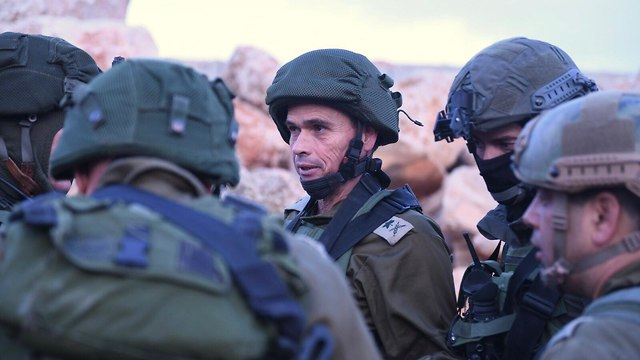 Maj. Gen Strick with soldiers and officers in the field (Photo: IDF Spokesman's Office)