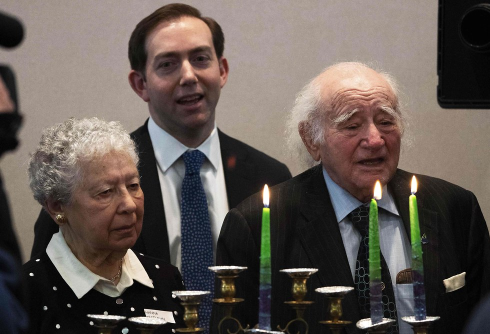 Holocaust survivors Roman Kent and Hanna Keselman take part in a menorah lighting during the International Holocaust Survivors Night in South Orange, New Jersey (Photo: AFP)