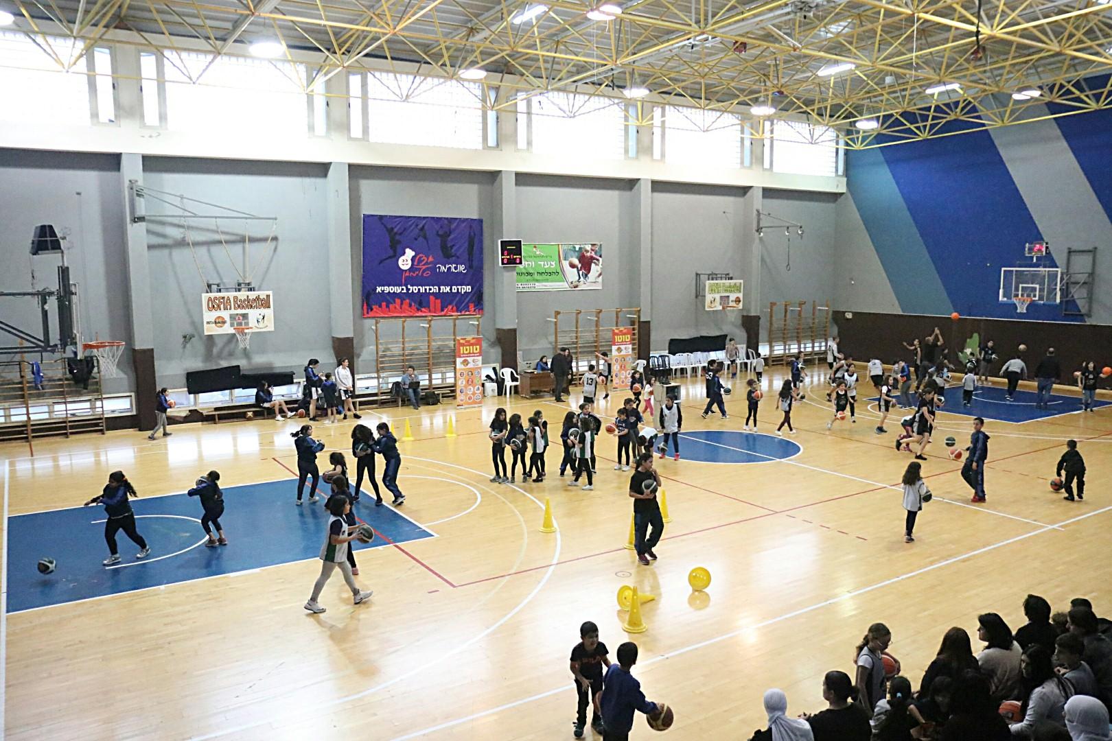חוויה מיוחדת במינה - הילדים בתחנות הספורט ביום המפגש (צילום: באדיבות מנהלת ליגת ווינר סל)