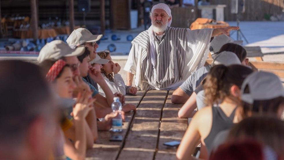 האורחים בארץ אברהם (צילום: הפקה אסף ויינר)