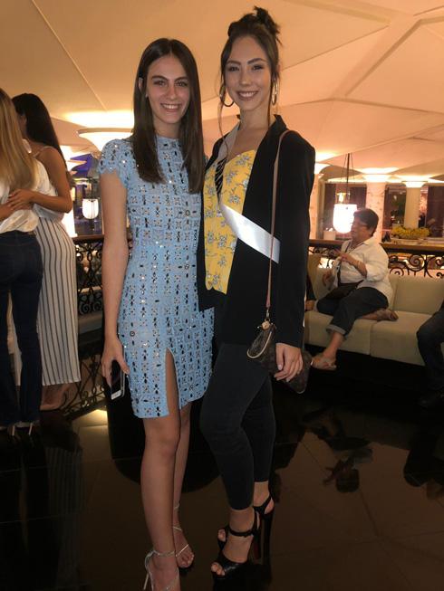 ניקול רזניקוב עם נערת ישראל לשנת 2017 אדר גנדלסמן, שהשתתפה בתחרות מיס יוניבס בשנה שעברה (צילום: אלבום פרטי)