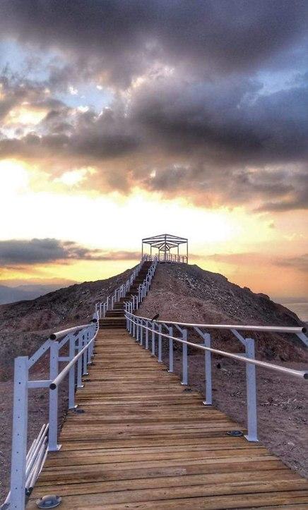הדרך למצפה החדש המשקיף על העיר (צילום: אהובה מאמוס)
