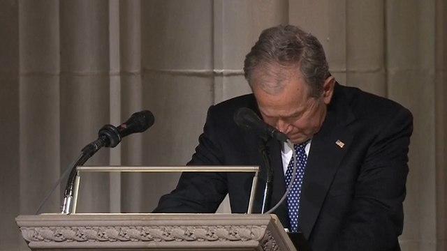 ג'ורג' בוש בוכה בהספד על אביו (צילום: רויטרס)