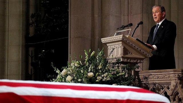 ג'ורג' בוש בהספד על אביו (צילום: רויטרס)