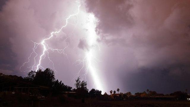 ברקים בוסתן הגליל  (צילום: גל מאירי )