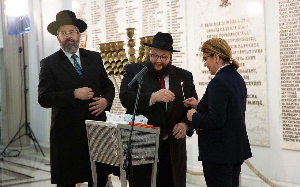 נדליקים את הנר הרביעי בפרלמנט הפולני (צילום: fussy.creation)