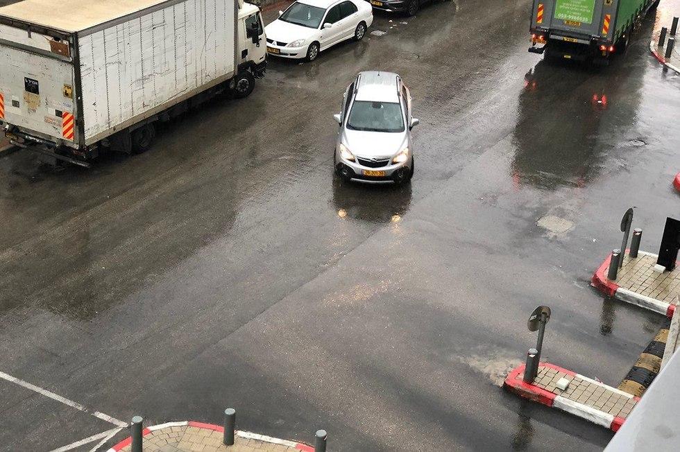 מזג אוויר חורף גשם ראשון לציון (צילום: דור אדוט)