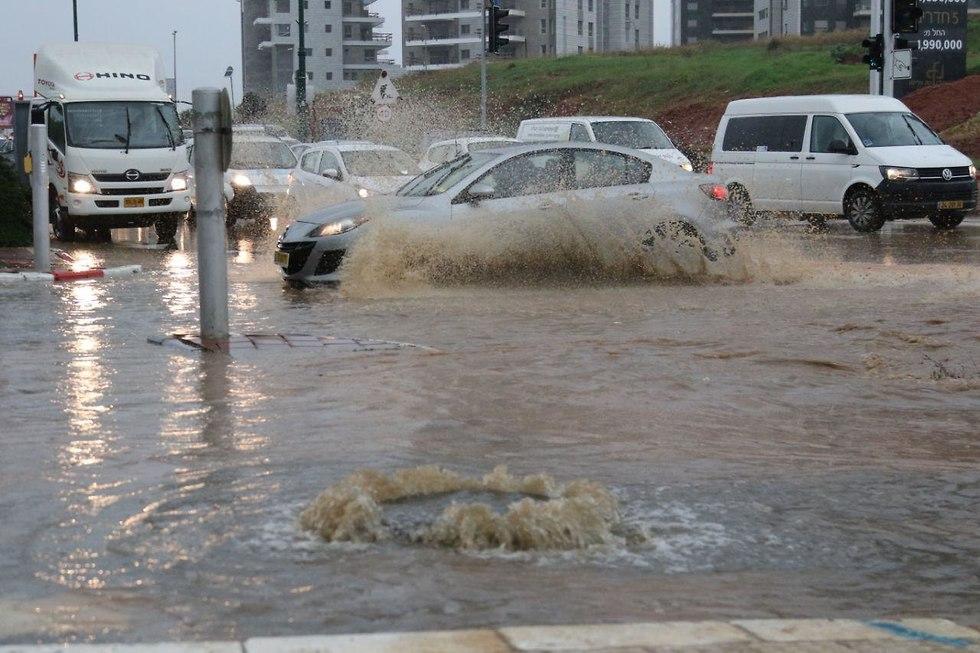 Flooding in Rishon LeZion (Photo: Avi Mualem)