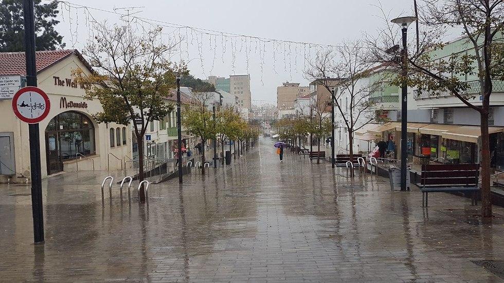 מזג אוויר גשם ראשון לציון (צילום: ירון ברנר)