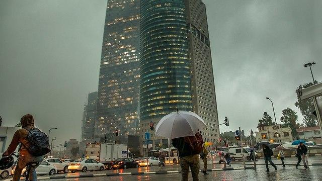 מזג אוויר גשם תל אביב  (צילום: מושיק שמע)