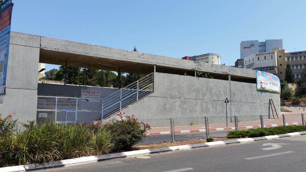 כך הוא נראה במקור, בתכנונו של האדריכל נחום זולוטוב, מי שתכנן גם את בית הכנסת המפורסם של העיר (צילום: אדר' מידד גנדלר)