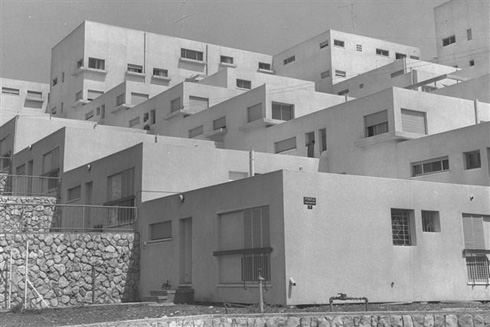 דיור ציבורי ברוח הברוטליזם (צילום: משה מילנר, לע''מ)