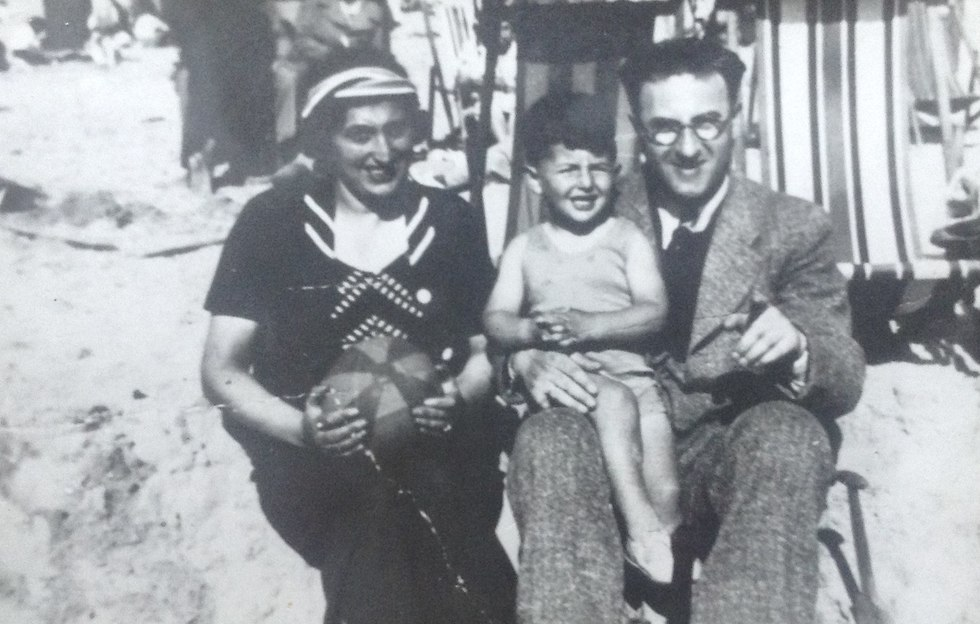 Salo Muller, center, with his parents Lena and Louis