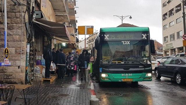 Автобусная остановка в Иерусалиме. Фото: Инбар Твизер