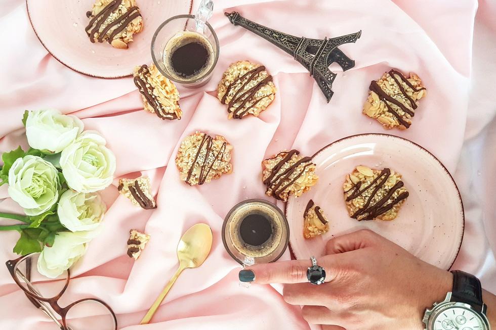 עוגיות שקדים ושומשום פרווה ללא גלוטן (צילום: אסתר דורון צרפתי)