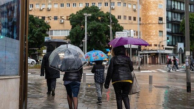 גשם בתל אביב (צילום: מושיק שמע)
