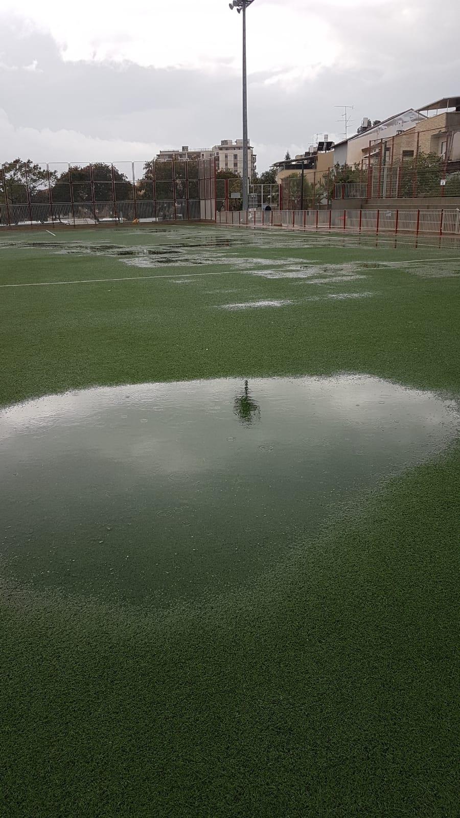 הצפה באצטדיון ברמלה (צילום: ההתאחדות לכדורגל)