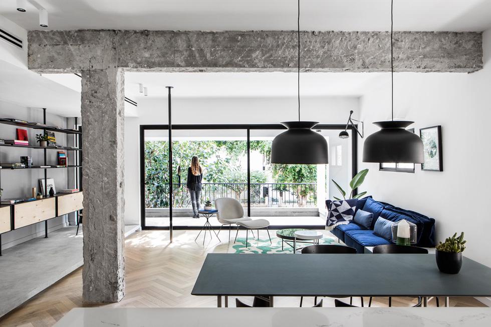 המעצבים התמקדו בפתיחת הדירה לאור טבעי. מבט לחלל הציבורי  (צילום: איתי בנית)