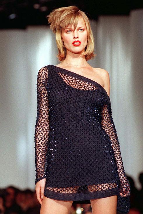 הפכה לאחת הדוגמניות המזוהות ביותר עם חבורת הסופרמודלס של הניינטיז. 1997 (צילום: AP)