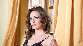 אישה סקסית בביתה (צילום: Shutterstock)