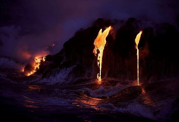 """נקודת המפגש בין הלבה לאוקיינוס: """"אושן אנטרי"""" (צילום: ארז מרום)"""