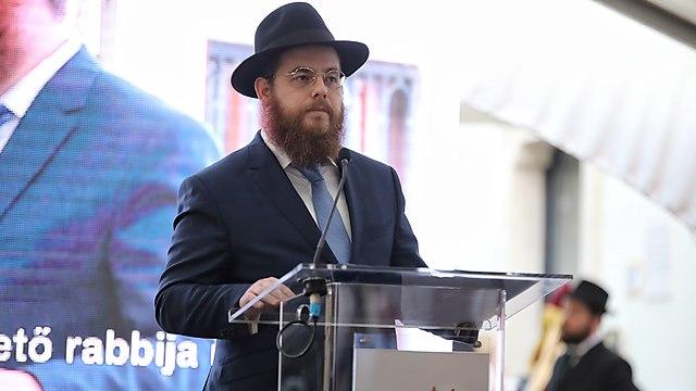הרב כובש נואם באירוע בקהילה היהודית (צילום: מרז מרטון)