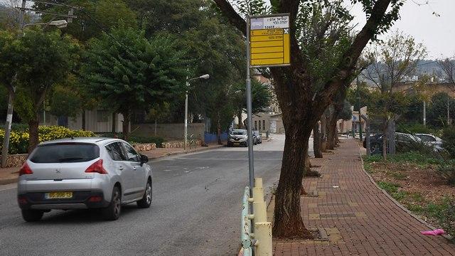 תחנות אוטובוס בבית הלל (צילום: אביהו שפירא)