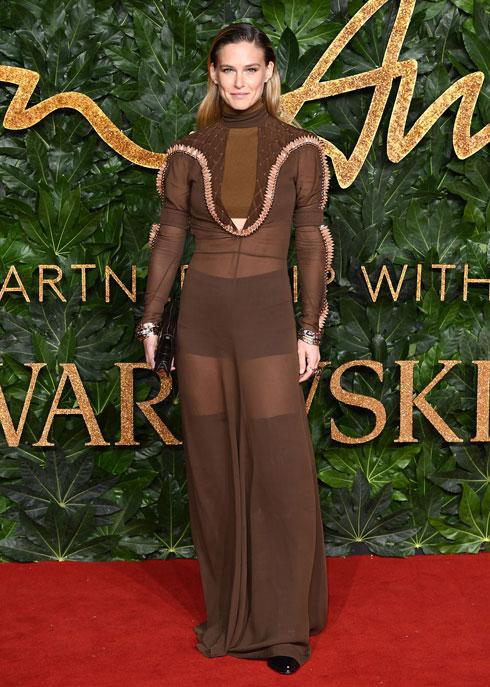 בר רפאלי בשמלה של קלואה (צילום: Jeff Spicer/BFC/Gettyimages)