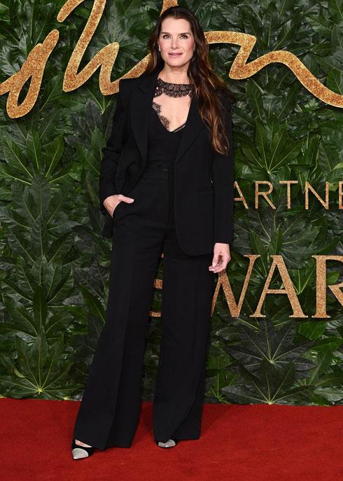 השחקנית ברוק שילדס במערכת לבוש שחורה של ולנטינו  (צילום: Jeff Spicer/BFC/Gettyimages)