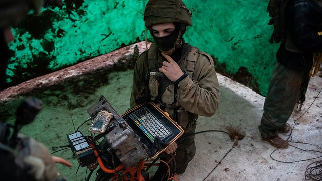 IDF troops searching for tunnels (Photo: IDF Spokesman's Office)